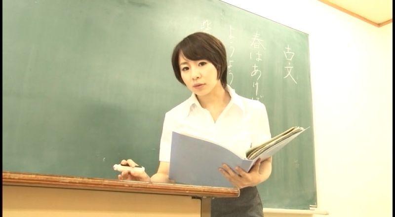 【個人撮影盗撮動画】利用頻度が少ない学校の教室内で性行為